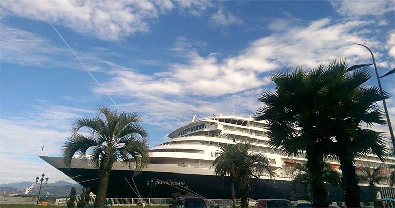 Сruiseliner ''Prinsendam'' calls at Batumi Port