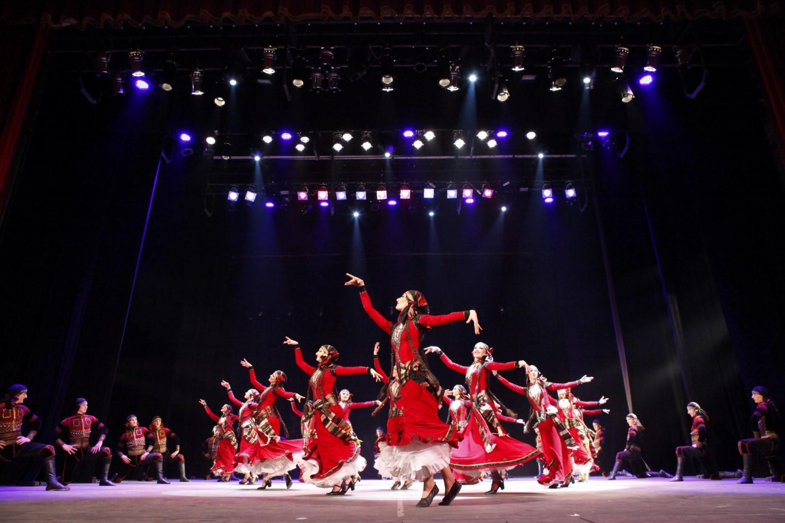 الرقص الشعبى