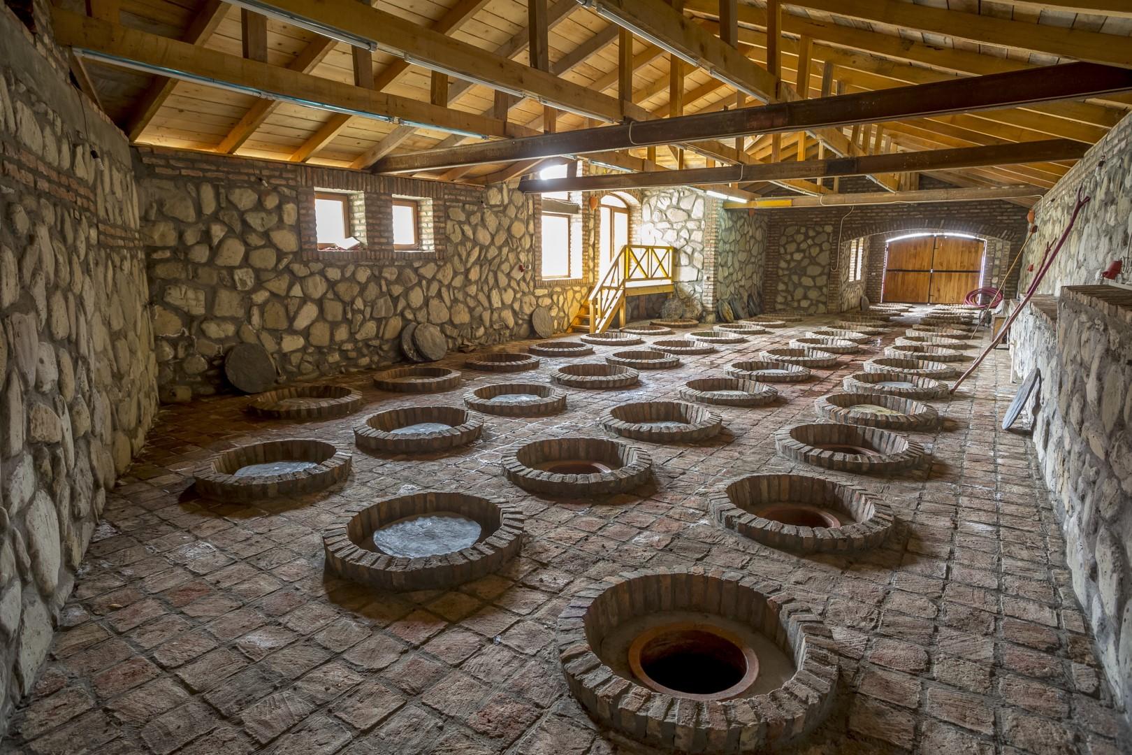 Vīns un Kvevri māla vīna mucas (UNESCO)